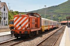 CP 1415 com Schindler - Régua (2) (valeriodossantos) Tags: comboio cp train passageiros 1400 schindler locomotivadiesel carruagens carruagenshistóricas ensaiodasschindler ensaio especial comboioespecial cplongocurso cpregional régua linhadodouro caminhosdeferro portugal