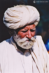 20031031 India-Rajastán (22) Jaisalmer (Nikobo3) Tags: asia india rajastán jaisalmer people gentes portraits retratos travel viajes película fujicolorsuperia100iso nikon nikonf70 f70 sigma28105284 nikobo joségarcíacobo flickrtravelaward ngc natgeofacesoftheworld wonderfulworld