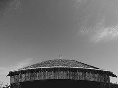 The Jewish Memorial Site, Dachau Concentration Camp (Miranda Ruiter) Tags: dachau concentrationcamp memorial warmemorial warvictims jewish germany architecture blackandwhite photography psalm verse entrance roof