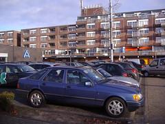 Ford Sierra 2.0 EFi Ghia 1987 Eindhoven - Woensel, Nederland (backto78) Tags: vehicle car auto wagen youngtimer oldtimer klassieker ford sierra 20 20i efi ghia fliessheck hatchback 5deurs eindhoven woensel franklin rooseveltlaan winkelcentrum noord brabant rally ralley rallye voertuig olaf inge aldi mcdonalds parkeerplaats plein blauw blau blue rs st xr moonroof sunroof kanteldak schuifdak open dak zonnedak schiebedach hebedach towbar schlepphaken trekhaak brink saloon