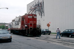 Soo 2406 switching on Lakewood June 96 11 (jsmatlak) Tags: milwaukee road soo line chicago freight train lakewood kingsbury branch switcher ce