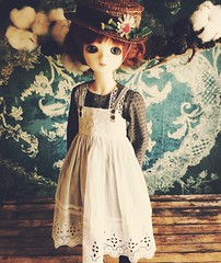 Minou modelling new hats (little_moshi) Tags: bjd bluefairy sarang annewithane greengables dollsclothes millinery strawhat