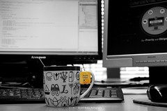 207/365 - Ingwer Lemon (Sinuhé Bravo Photography) Tags: canon eos7dmarkii selectivecolor teatime yellow cup worklife computers officelife