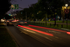 365-207 [explored] (Letua) Tags: noche calle avenida ciudad luces largaexposición colores nocturna autos street night avenue lights