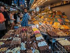 Chocolatesssss  @ Mercado de La Boqueria, Barcelona (mirrorlessplanet.com) Tags: mirrorlessplanetcom spain barcelona catalonia travel mercadodelaboqueria food market laboqueria