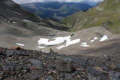 Vallon de Barneuza, vue arrière (bulbocode909) Tags: valais suisse zinal mottec valdanniviers vallondebarneuza coldesarpettes montagnes nature lacs névés neige rochers paysages vert altitude