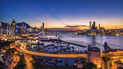 Victoria Harbour, Hong Kong (mikemikecat) Tags: victoriaharbour casusewaybay 銅鑼灣 sea sony a7r sunset twilight 夕空 夕陽 夕焼け 夕暮れ 黃昏 日落 cityscapes colorful mikemikecat 天空 反曙暮輝 rays fe2470mm sel2470z 反雲隙光 anticrepuscular lighttrails
