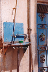 199909 Yemen Hadramaut (63) Tarim (Nikobo3) Tags: asia orientemedio arábiga arabia penínsulaarábiga yemen hadramaut tarim desierto desiertoramlatassabatayn culturas travel viajes fujicolorsuperia100iso película nikobo joségarcíacobo nikon nikonf70 f70 sigma70300456 urban street