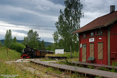 Passing Sysle (DoctorMP) Tags: parowóz parowozy kolej nsb e2 1122 kroderbanen kroderen norway steam trains railway locomotives summer buskerud lato retro norwegia dampflok dampfloks norwegen personenzug osobowy eisenbahn stacja station bahnhof togstasjon sysle
