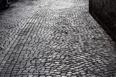 Pavé (MicheleSana) Tags: liguria italia itlay summer travel trip viaggi nikon fotografia vista vedute point view pov feeling memory ricordi immagini pave pavè strada road street lucca light black white bianco nero