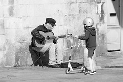 Innocence (thierry.T) Tags: street rue musicien enfance regards