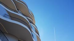 Folie divines (srouve78) Tags: architecture montpellier design occitanie herault avion sky ciel