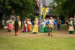 Street-corner Shakespeare (Pahz) Tags: bristolrenaissancefaire bristolrenaissancefaire2017 renfaire renfest brf pattysmithbrf nikond7200 nikonshooter tamron16300mm garb medieval renaissance shakespeare