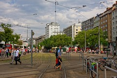 Vienna / Schwedenplatz  2/2 (Pantchoa) Tags: vienne autriche schwedenplatz gens photoderue streetshot rue place paysage urbain ville immeubles nikon 18140 nuages scènederue tram rails