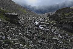 l'ambiance change... (bulbocode909) Tags: valais suisse mottec zinal valdanniviers vallondebarneuza coldesarpettes montagnes nature rochers caillasse brume