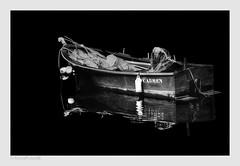 Carmen, pero no de Bizet (II) - bajo la luz de la luna (héctoR condE) Tags: 2014 abril ciudad costadamorte excursion finisterre galicia pesca puerto viajes color españa nikon d7000 bw blancoynegro blackwhite bn biancoenero monocromo monocromatica