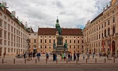 Vienna / Kaiser Franz I (Pantchoa) Tags: vienne autriche architecture kaiserfrantzi statue cour nikon d7200 18140 hofburg gens touristes kunsthistorischesmuseum