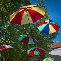 Au parc Seguin (Phil_Heck) Tags: parapluie acceuil fprme théatre danse marionette cirque musique festival avignon montfavet spectacle off décor
