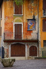 Colored house at Gardone (Mario Ottaviani Photography) Tags: sony sonyalpha italy italia paesaggio landscape travel adventure nature scenic exploration view vista breathtaking tranquil tranquility serene serenity calm marioottaviani colored colorata casa house gardone lagodigarda gardalake building gabrieledannunzio vittoriale