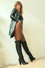 elle344 (Cuir Couple) Tags: cuir leder leather cuero veste jacket jupe skirt pantalon pant hosen mistress maitresse cuissardes maître master bondage bdsm
