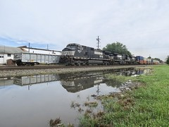 Norfolk Southern Chicago Line / MP 462.5 West (codeeightythree) Tags: norfolksouthernrailroad norfolksouthernchicagoline norfolksouthern laporteindiana laporte indiana railroad train trains freight transportation reflection reflections mow maintenanceofway railroadphotography