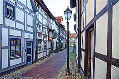 Hummenstraße (Runemaker) Tags: hameln hamelin deutschland germany fachwerk halftimbered street strase hummenstrase windows fenster door tür altstadt old city town stadt