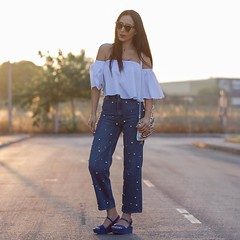 Muy fan de los jeans con perlas, son muy top 💕💕 ¿ qué os parecen?. Hasta mañana bonitos I ❤️ customized jeans with pearls. Do you like them? Don't miss the rest of pictures!! 💕💕 You can see all details on (WOWS_) Tags: fashion beauty moda belleza streetstyle