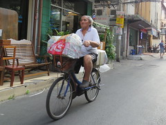 Space Invader BGK_25 (tofz4u) Tags: bangkok krungthep thailand thailande bgk25 streetart artderue invader spaceinvader spaceinvaders mosaïque mosaic tile vert green red rouge vélo velo bike bicycle bicyclette street rue people