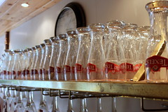 Waiting to be filled (Davydutchy) Tags: texel oudeschild eiland island insel île noordholland nederland netherlands niederlande paysbas texelse brouwerij brewery brauerei pivovar bier beer bière pivo cerveza beoir пиво biero bir øl μπύρα sör بيرة בִּירָה sampling sample taste drink try enjoy glas glass verre cafe pub june 2017