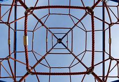 Symmetry (XoMEoX) Tags: symmerty symmetrie junglegym klettergerüst playground sky himmel niukon d5200 abstract climbingframe lines linien radialsymmetrie radialsymmetry seil seile rope ropes cord cords spielplatz geometry geometric geometrie geometrisch