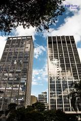 prédios, Vale do Anhagabaú (Luiz Leite7) Tags: brilho luz vermelho azul branco estrelas horizonte tijolos concreto janelas tinta paredes prédios casas arvores antenas telhados linhas sãopaulo brasil