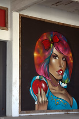Street Art in Oléron - 2 (Lô65) Tags: streetart artderue pomme regard canon7d canon 7d sigma sigma1750mm sigma1750 iledoléron couleurs