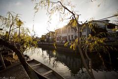 Halo river (MarieWillPhotographie) Tags: kurashiki 倉敷市 okayama 岡山県 halo river canaux boat berge sunlight sunset travel trip discovery japan canon 5d mark ii 1740mm