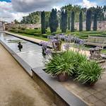Formele tuin achter het hotel met zicht op het Wantij thumbnail