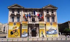 Le Tour de France 2017 @ Marseille (Hélène_D) Tags: hélèned france provencealpescôtedazur provence paca bouchesdurhône marseille vieuxport maire hôteldeville cityhall tourdefrance tourdefrance2017 tdf cyclisme vélo bike