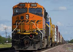 Chilling at Escalon (Patrick Dirden) Tags: bnsf3839 et44c4 gevo ge generalelectric diesel locomotive engine rail railroad train freighttrain freight cargo bnsf bnsfrailroad bnsfrailway burlingtonnorthernsantaferailroad burlingtonnorthernsantafe bnsfstocktonsub escalon escalonca sanjoaquincounty sanjoaquinvalley centralvalley northerncalifornia california