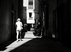 Albenga seguendo la luce (Lele_1976) Tags: albenga vicoli tamron canon bw liguria centristorici