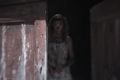 IMG_7573 (m.acqualeni) Tags: manu manuel photo photography belle jolie fille femme robe de mariée blanche sang rouge blood red forêt foreste dark gothique mort dead pleine blonde alternatif alternative décalé sombre blanc dress white zombie walk girl undead