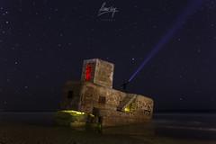 El vigilante del Búnker (flamesay) Tags: bunkerdecamposoto cadiz sanfernando nocturna stars night longexposure largaexposición noche bunker lightpainting flamesay playa costa beach