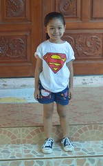 super girl (the foreign photographer - ฝรั่งถ่) Tags: dec262015nikon girl child superman tshirt supergirl khlong bang bua portraits bangkhen bangkok thailand nikon d3200