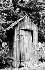 Historic Germantown_032_01 (mujetdebois) Tags: 35mm canonelan100 analogphotography biancoenero blackandwhitephotography filmisnotdead filmlives filmphotography monochrome negroyblanco noirblanc schwarzundweis черноеибелое ilfordpanf50