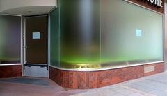Entreprise à projet flou (Robert Saucier) Tags: munich munchen vitrine vitre glass cristal fenêtre trottoir sidewalk img1965 pavement