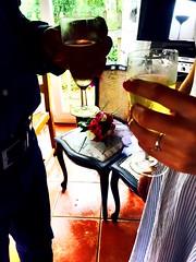 Santé ! (fourmi_7) Tags: chaise mariés bouquet verre santé union heureux