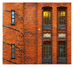 un immeuble à Hambourg (Marie Hacene) Tags: hambourg immeuble fenêtres allemagne
