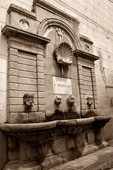 Pizzo/Calabria - City Fountain (Shootmania) Tags: pizzo kalabrien italien urlaub brunnen altstadt outdoor monochrom fountain calabria water nikon town historical