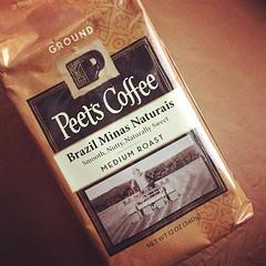 匹茲匹茲匹 #peets #coffee  #最近的新歡  #喝完靈魂會飛到bos #以後還要買 #你美式吧 (捲毛霖) Tags: instagramapp square squareformat iphoneography uploaded:by=instagram rise