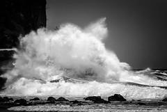 Le ballet des vagues... (Polynesie) (Maurice HUCHON) Tags: nb noir blanc black white monochrome paradise ile island frenchpolynesia polynesie polynesia rurutu moerai archipel australes pentax pacifique pacific