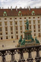 Vienna / Kaiser Franz I (Pantchoa) Tags: vienne autriche kaiserfranzi statue hofburg hofburgvien musée hofburgmuseum nikon d7200 18140 architecture façades balcon