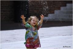 Paffff!! la bolla ribelle (GiophotoArt) Tags: bolle bologna piazza children