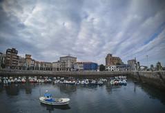 salida (PrimiFer) Tags: bote barco motora merlucera pesca puerto barcos mar agua nubes iglesia catedral castro urdiales cantabria